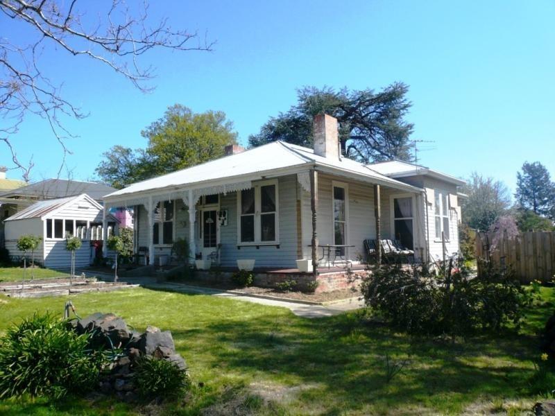 14 LIVINGSTONE STREET, Beaufort VIC 3373