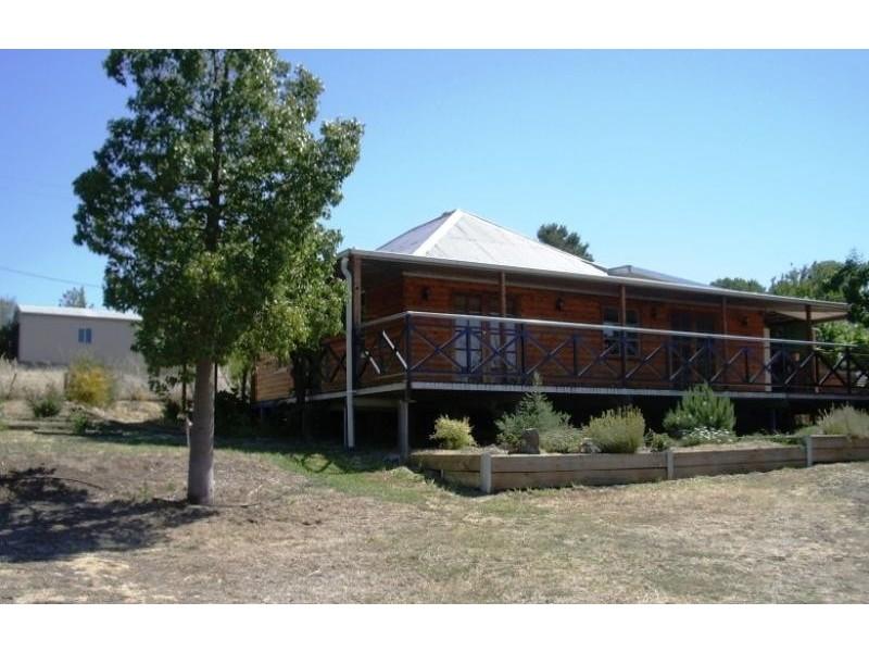10 HAVELOCK STREET, Adelong NSW 2729