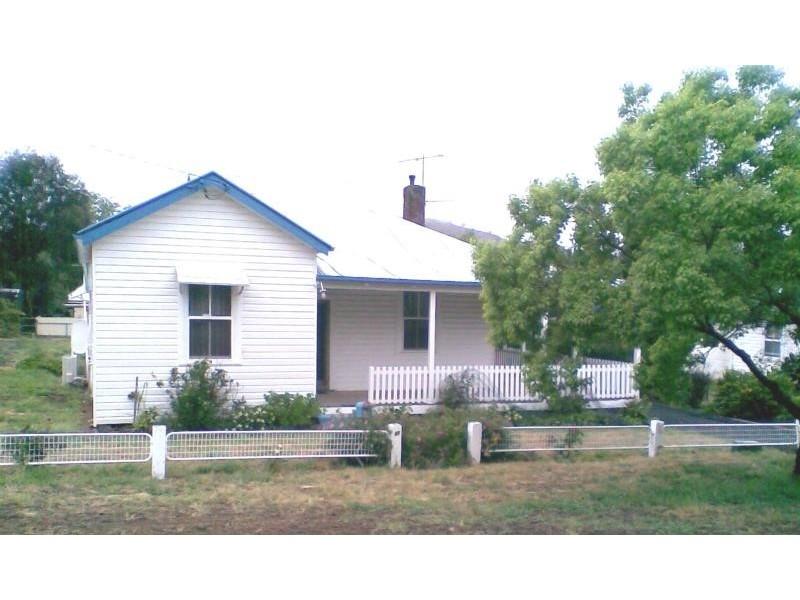 48 LYNCH STREET, Adelong NSW 2729