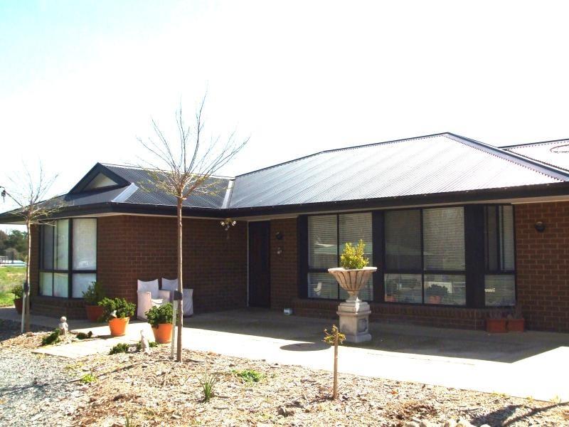 6 Gilmore Street, Adelong NSW 2729