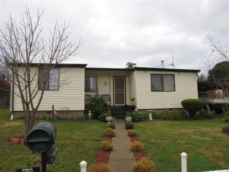 28 Cromwell Street, Adelong NSW 2729