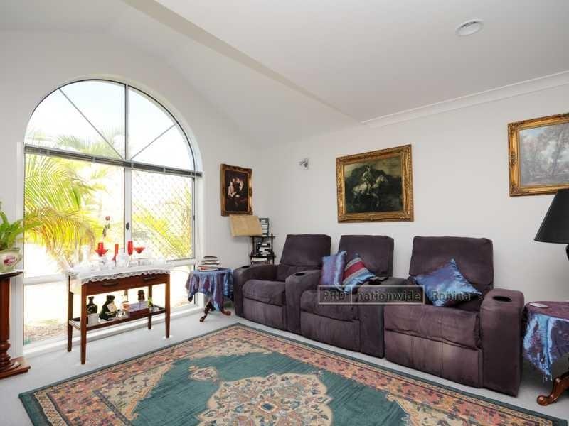 25 Tannah Court, Broadbeach Waters QLD 4218