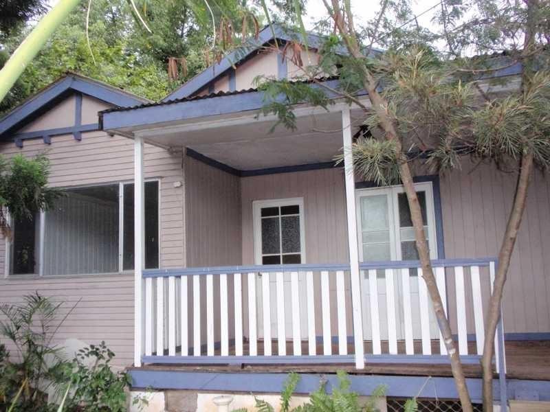 17 Thomas Street, Blackstone QLD 4304