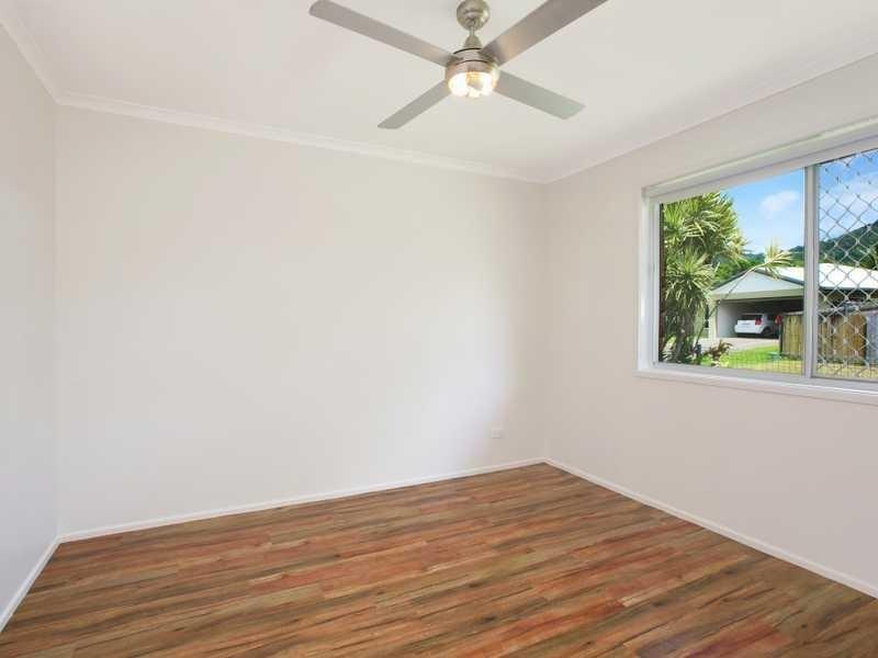 2 Deacon Court, Mooroobool QLD 4870