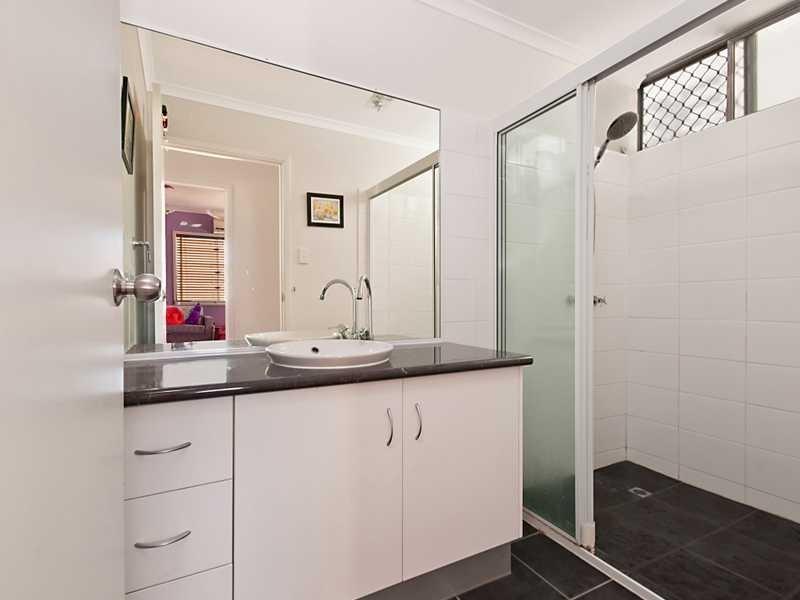 4B Leslie Street, Mooroobool QLD 4870