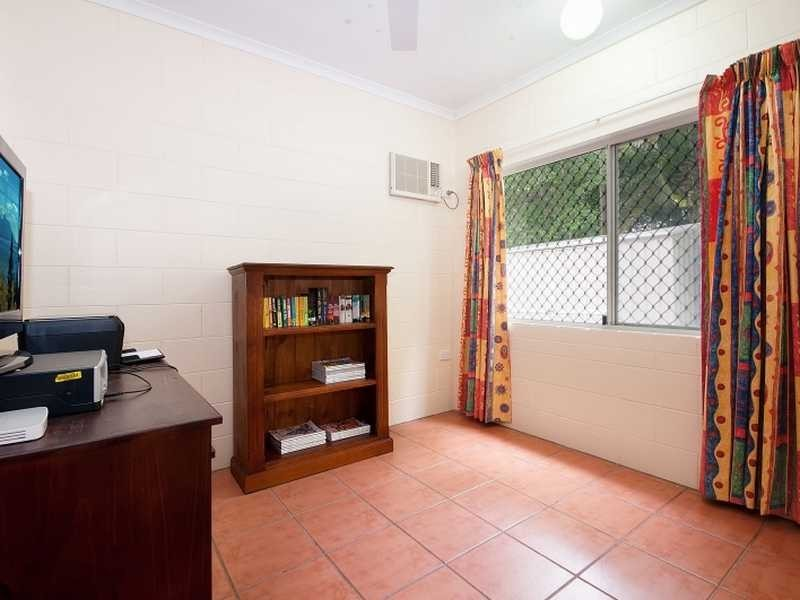 10 Hammond Court, Mooroobool QLD 4870