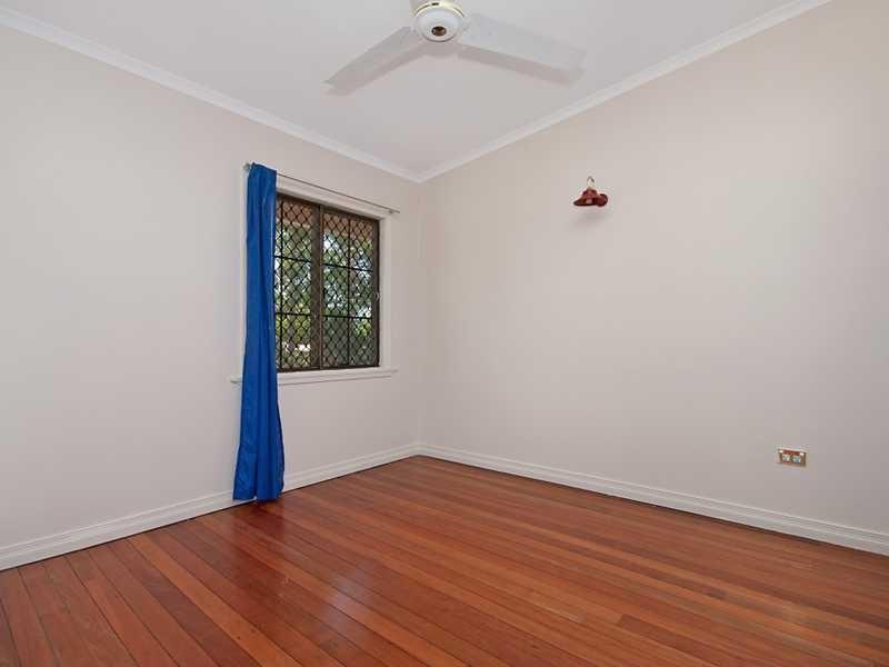 4/404 Mccoombe Street, Mooroobool QLD 4870
