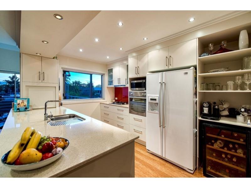 7 Tumbi Street, Broadbeach Waters QLD 4218
