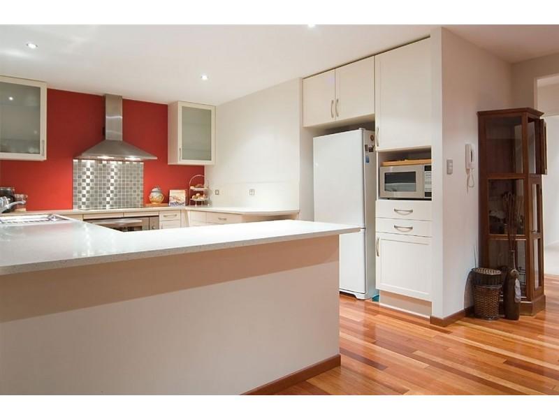 6 Hoy Street, Broadbeach Waters QLD 4218
