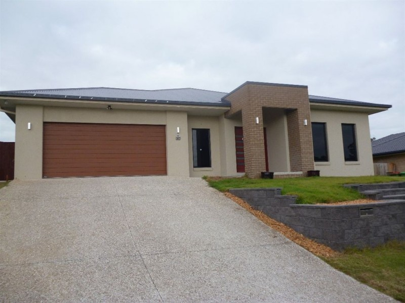 61 Bathersby Cresent, Augustine Heights QLD 4300
