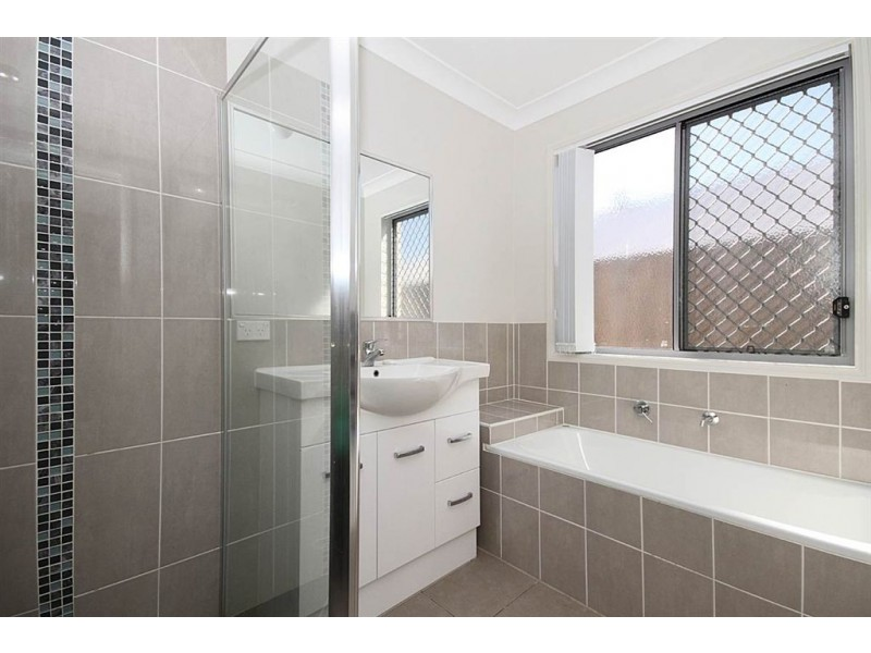 26 Bathersby Cresent, Augustine Heights QLD 4300