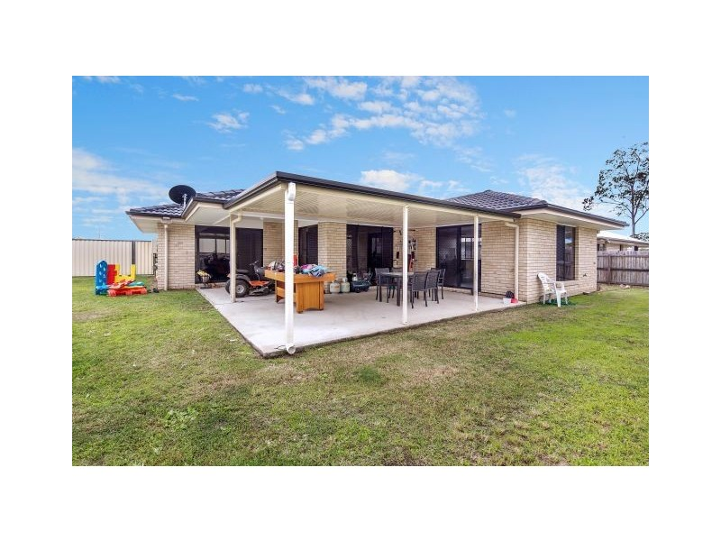 68 Furness Road, Southside QLD 4570