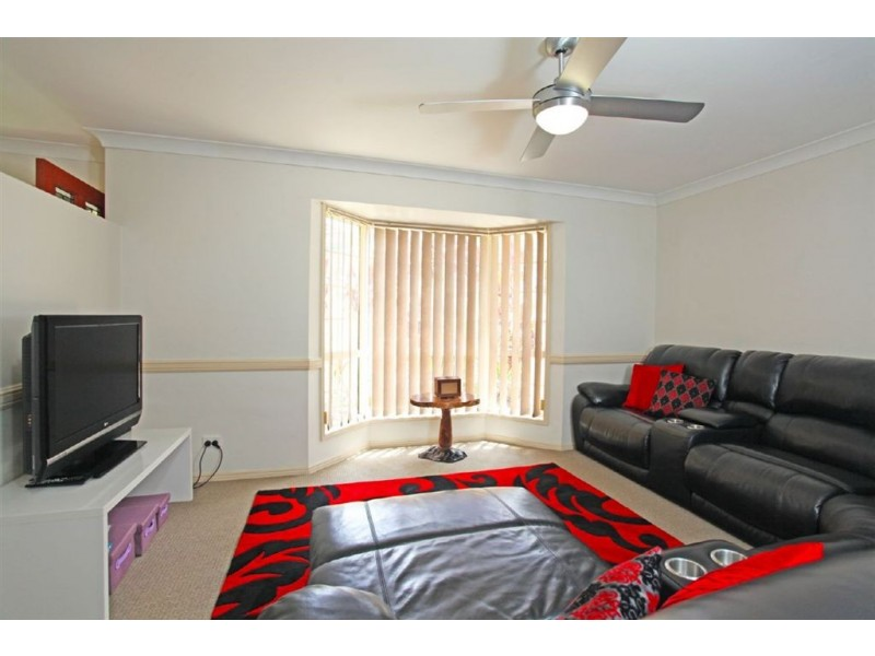 8 Guy Lane, Oxenford QLD 4210