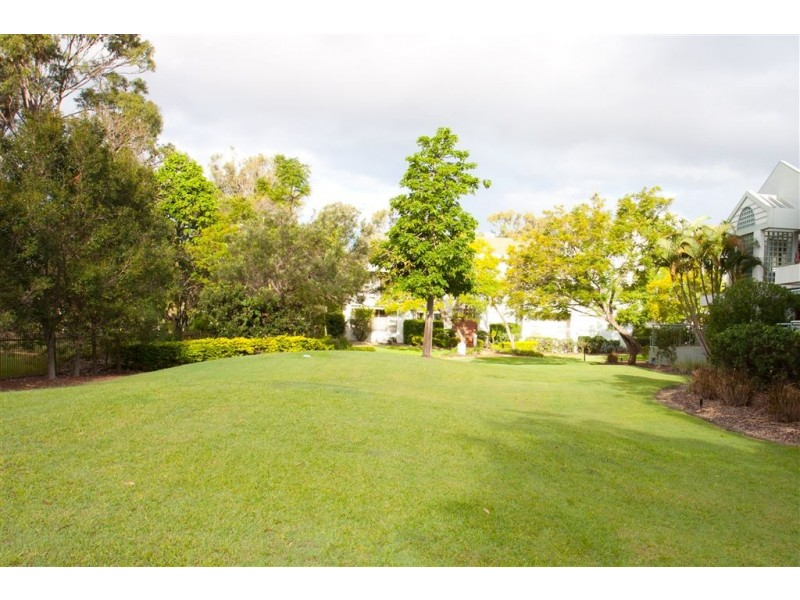 76 Chichester Ave, Arundel QLD 4214