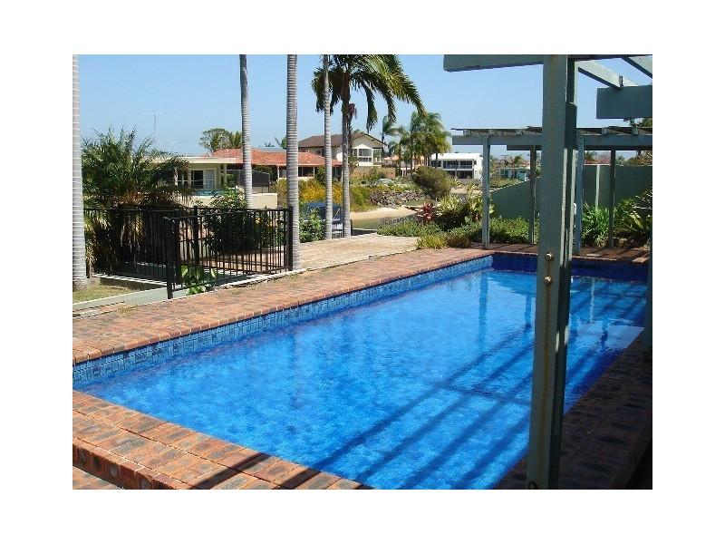 8 Bahia Court, Broadbeach Waters QLD 4218
