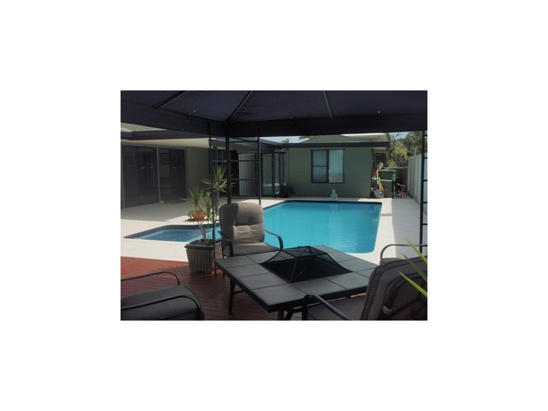 10 Pensacola Court, Broadbeach Waters QLD 4218