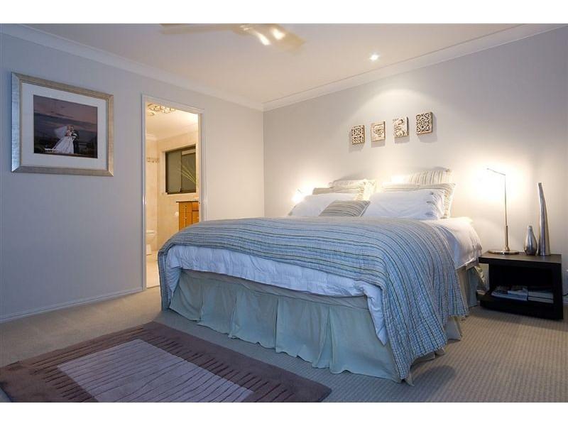 4 Beverley Crescent, Broadbeach Waters QLD 4218