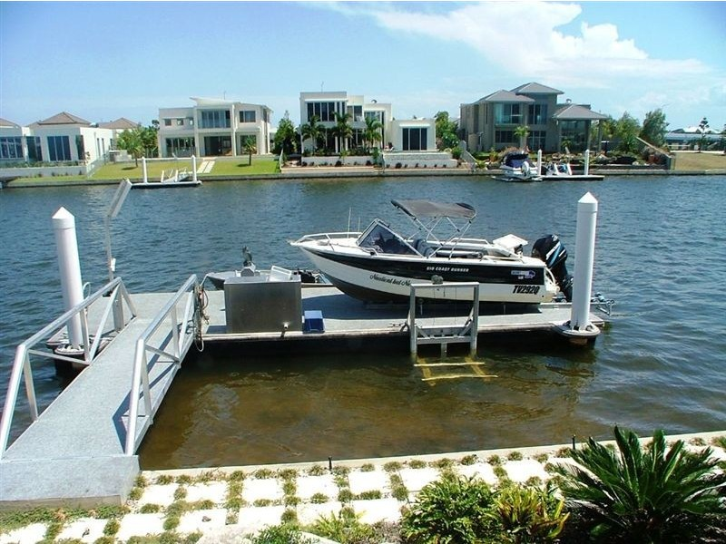 37 Bellanboe Cct, Pelican Waters QLD 4551