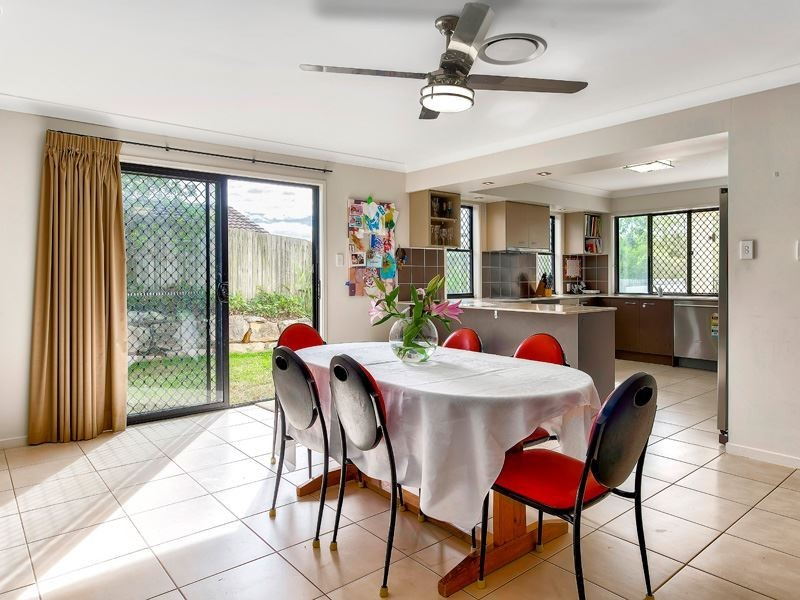 2 Buttonwood Close, Albany Creek QLD 4035