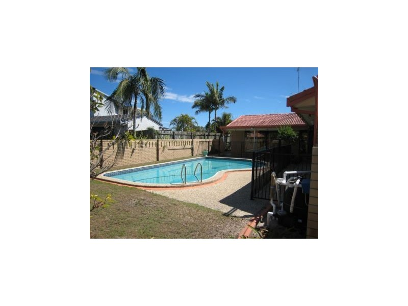 18 Cocos Crescent, Broadbeach Waters QLD 4218