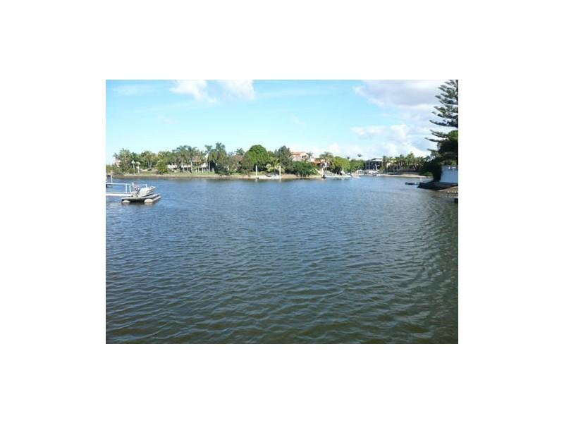 77 River Cres, Broadbeach Waters QLD 4218