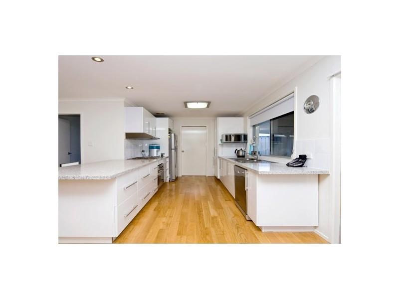 15 Tekapo Street, Broadbeach Waters QLD 4218