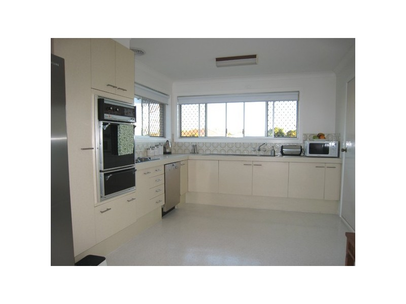 25 Beverley  Crescent, Broadbeach Waters QLD 4218
