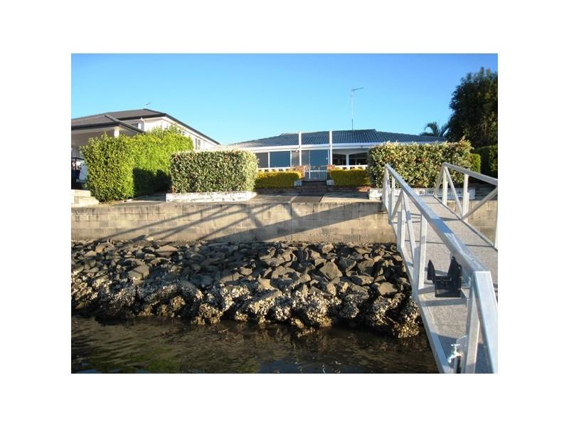 11 Cleland Crescent, Broadbeach Waters QLD 4218