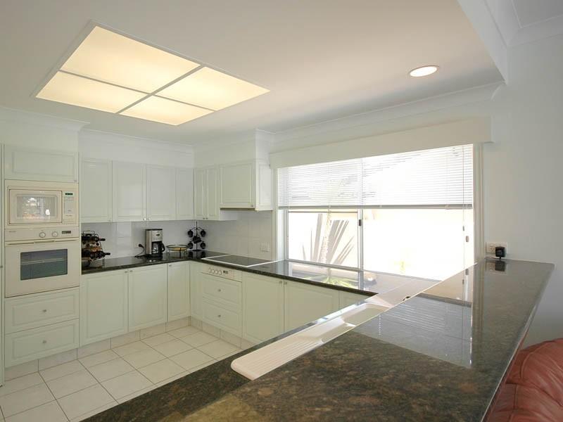 39 Furlong Street, Broadbeach Waters QLD 4218