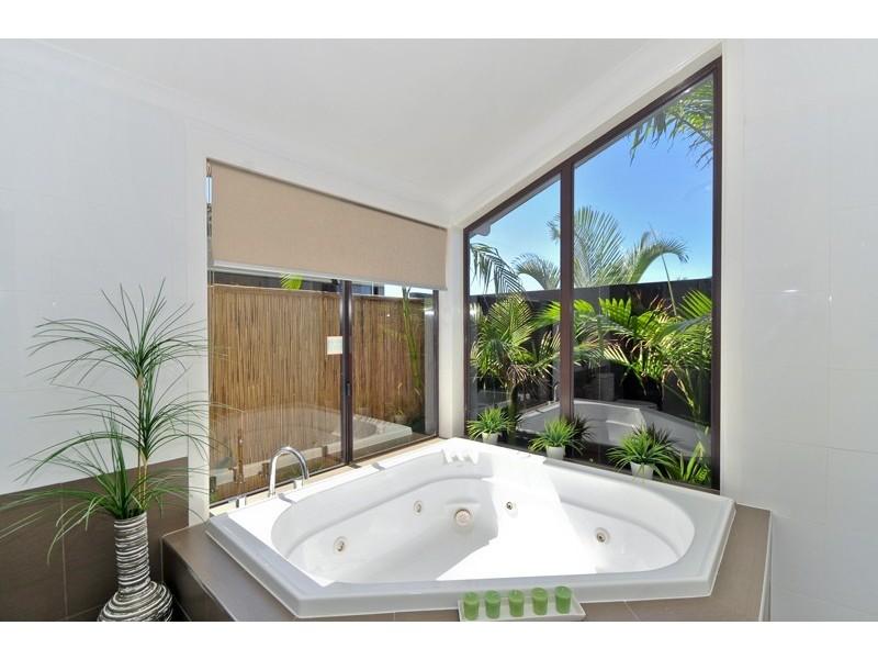 23 Delungra Street, Broadbeach Waters QLD 4218