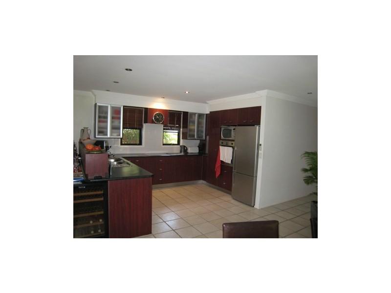 2 Seaforth Avenue, Broadbeach Waters QLD 4218