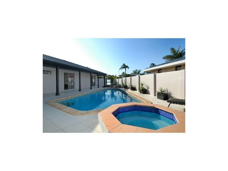 9 Moola Court, Broadbeach Waters QLD 4218