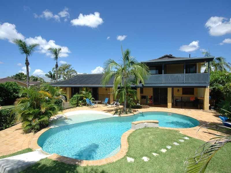 10 Cocos Crescent, Broadbeach Waters QLD 4218