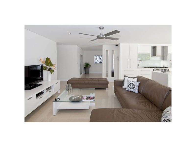 37 Beverley Crescent, Broadbeach Waters QLD 4218