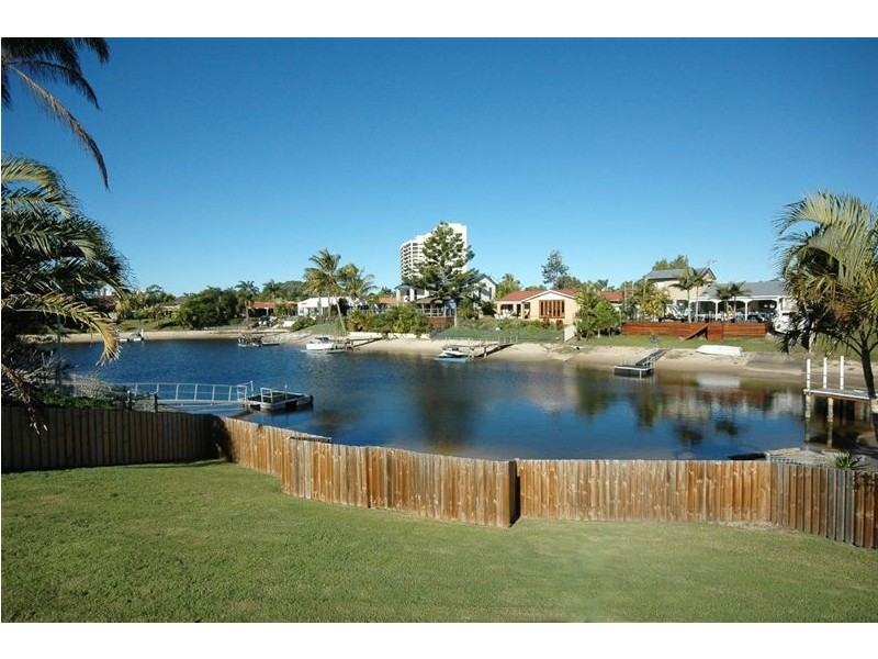 40 Cocos Crescent, Broadbeach Waters QLD 4218