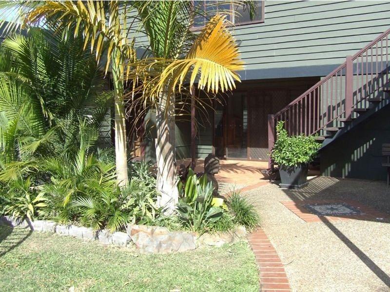 76 Poinciana Boulevard, Broadbeach Waters QLD 4218