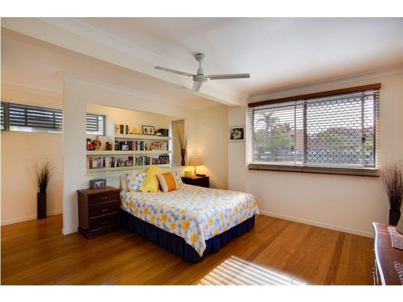 98 Waitomo Street, Broadbeach Waters QLD 4218