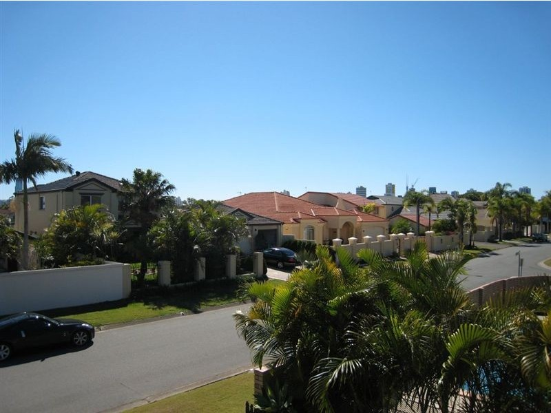 4 Waitomo Street, Broadbeach Waters QLD 4218