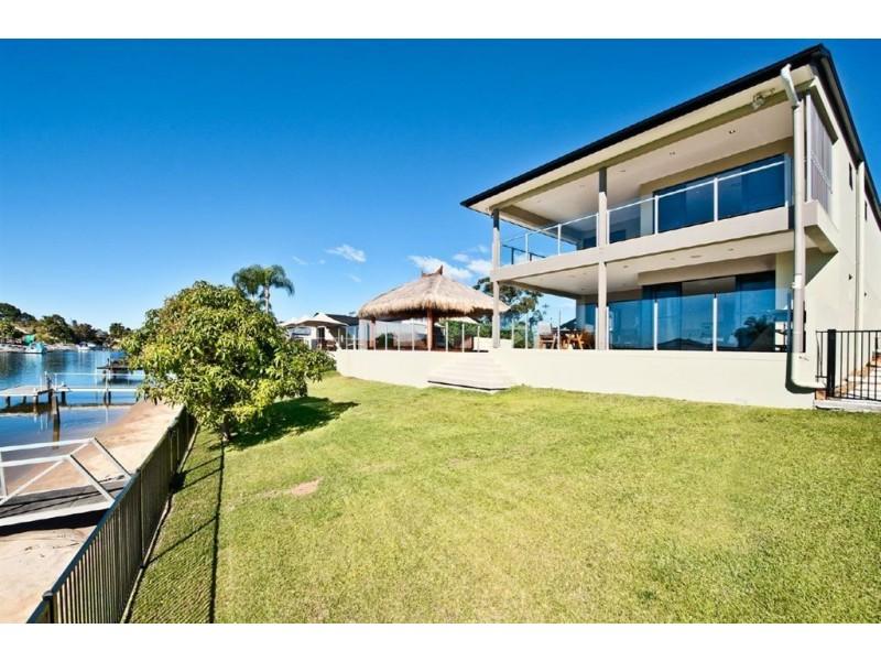 27 Goolagong Court, Broadbeach Waters QLD 4218