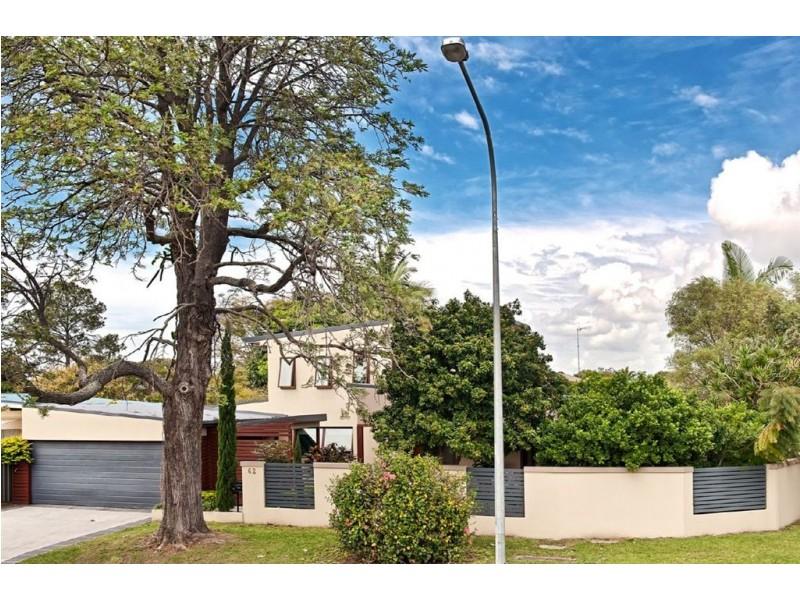 62 T E Peters Drive, Broadbeach Waters QLD 4218