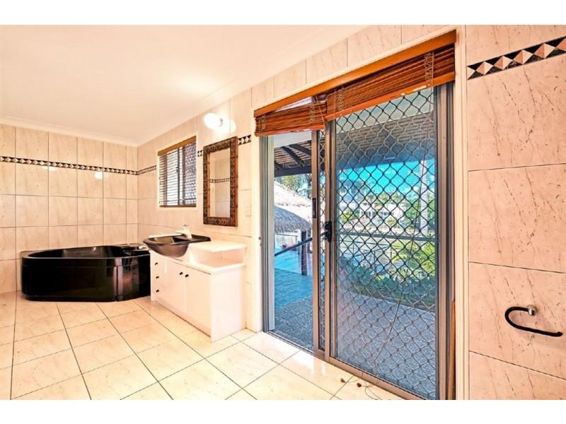 26 Andrea Avenue, Broadbeach Waters QLD 4218