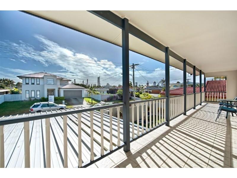 10 Monte Vista Court, Broadbeach Waters QLD 4218