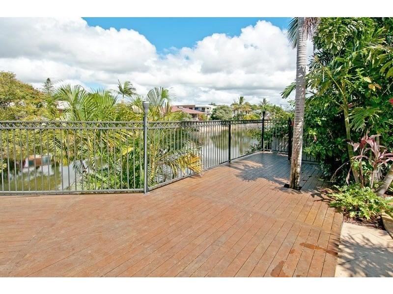 2 Cresta Court, Broadbeach Waters QLD 4218