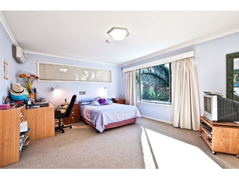 52 Savoy Drive, Broadbeach Waters QLD 4218