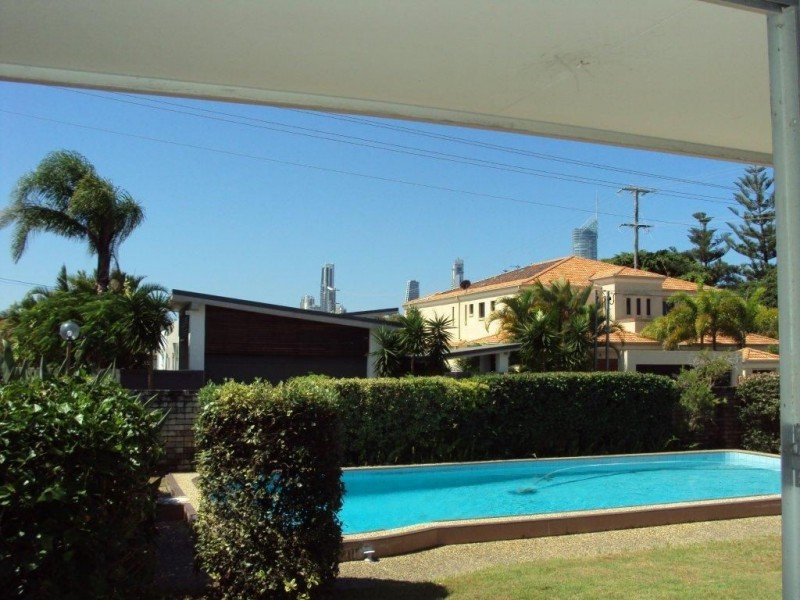 18 Furlong Street, Broadbeach Waters QLD 4218