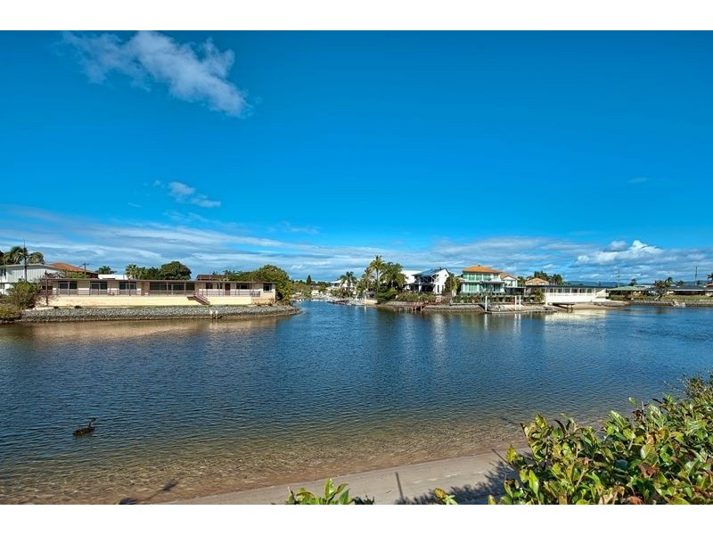 17 Miami Key, Broadbeach Waters QLD 4218