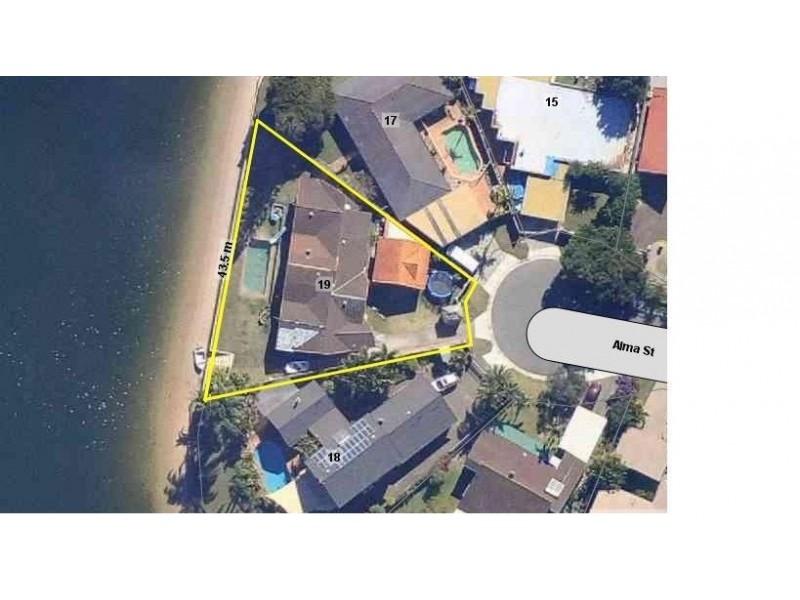 19 Alma Street, Broadbeach Waters QLD 4218