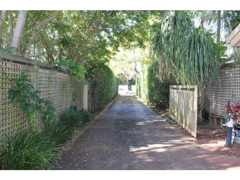 13 Allambi Avenue, Broadbeach Waters QLD 4218
