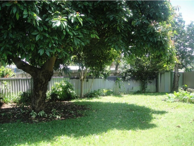 13 Naranga Avenue, Broadbeach Waters QLD 4218