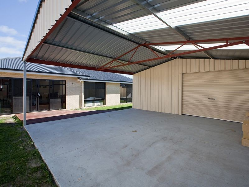1 Oak Ridge Meander, Success WA 6164
